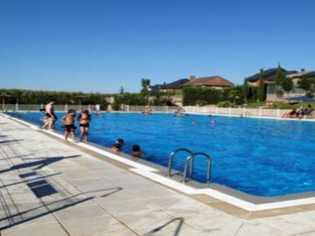 Refr scate en las dos piscinas municipales for Piscina rivas