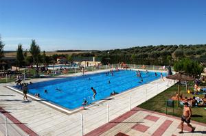 Las dos piscinas de verano abren este s bado for Piscina rivas